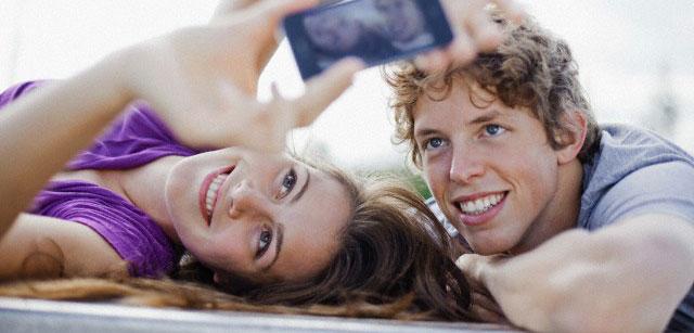 couple et smartphone
